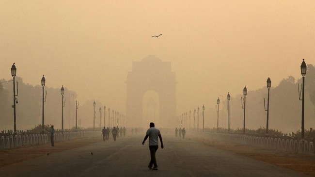 Tingkat polusi udara di kota New Delhi, India, semakin parah. (REUTERS/Anushree Fadnavis TPX IMAGES OF THE DAY)