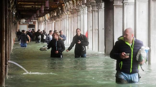Sekitar77 persen area kota Venesia terendam banjir. (AFP Photo/Miguel Medina)