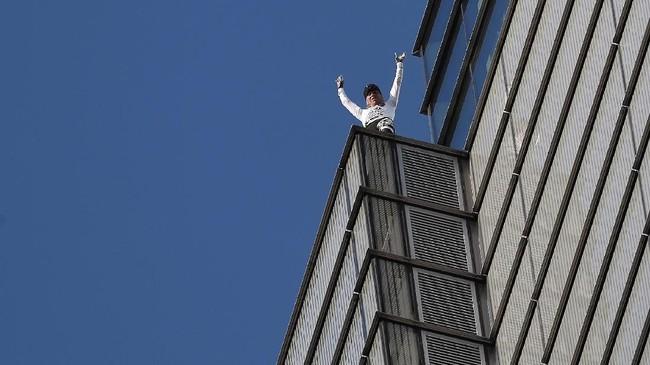 Bagi Robert, memanjat gedung tanpa alat bantu telah mengambil sebagian besar hidupnya.