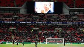 Penghormatan untuk Vichai Srivaddhanaprabha juga dilakukan Tottenham Hotspur sebelum pertandingan melawan Manchester City di Stadion Wembley. (Action Images via Reuters/Paul Childs)