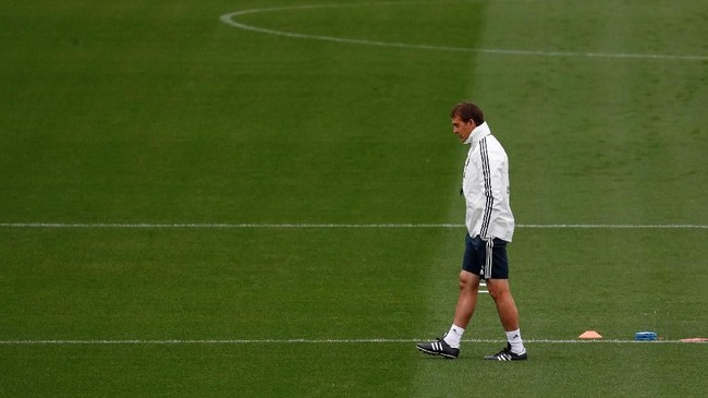 Julen Lopetegui hanya 14 kali memimpin pertandingan Real Madrid di semua kompetisi dengan catatan enam kemenangan, dua imbang, dan enam kali kalah. (REUTERS/Juan Medina)