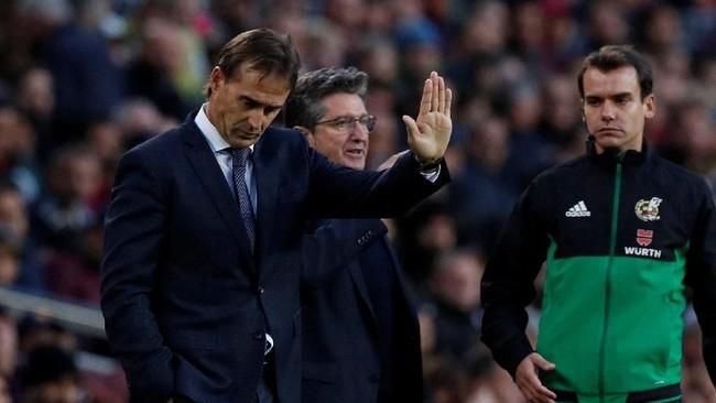 Satu hari setelah kekalahan memalukan dari Barcelona manajemen Real Madrid memutuskan untuk memecat Julen Lopetegui, atau 140 hari setelah resmi mengontraknya. (REUTERS/Albert Gea)