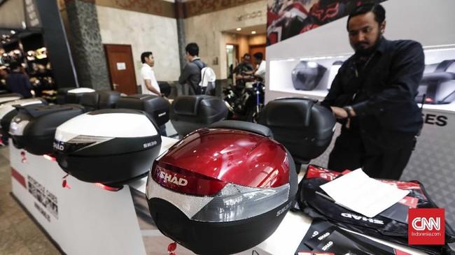 Pameran dua tahun ini menghadirkan produsen kendaraan roda dua dan aksesori penunjang kenyamanan berkendara. (CNNIndonesia/Safir Makki)