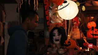 Melawan Tabu dengan Pernik Halloween