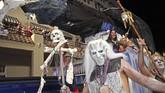 Tak hanya hantu-hantu legendaris, serial TV 'Game of Thrones' pun menjadi inspirasi parade Halloween di Florda, Amerika Serikat, bertajuk Fantasy Fest.(REUTERS/ Carol Tedesco)