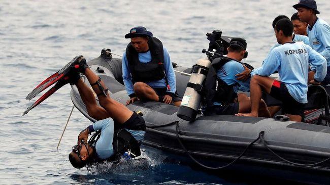 Tim Penyelam Kembali Cari Black Box Berisi Percakapan Pilot