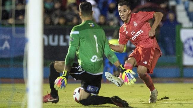 Solari menempatkan pemain senior dan pemain muda dalam laga debut memimpin El Real. Lucas Vazquez menjadi salah satu pemain berpengalaman yang ditampilkan sejak menit pertama, bersama dengan Karim Benzema, Marco Asensio, Sergio Ramos, dan Keylor Navas. (JORGE GUERRERO / AFP)