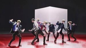 EXO, 'Adik' Super Junior Pencetak Rekor Internasional