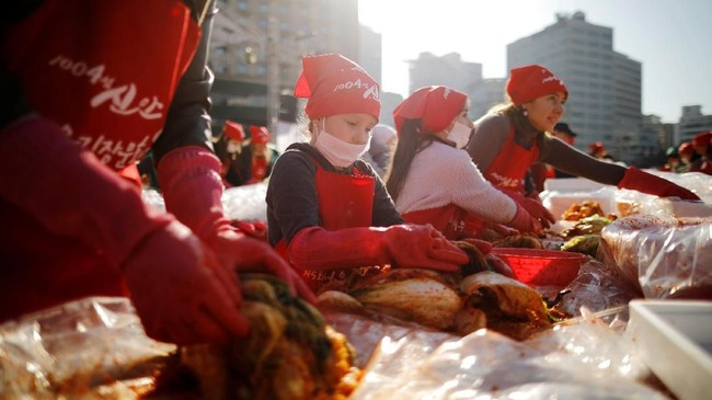 Kimchi adalah salah satu jenis makanan tradisional Korea Selatan yang cukup penting untuk masyarakatnya dan diakui sebagai bagian dari warisan budaya tak benda UNESCO. (REUTERS/Kim Hong-Ji)