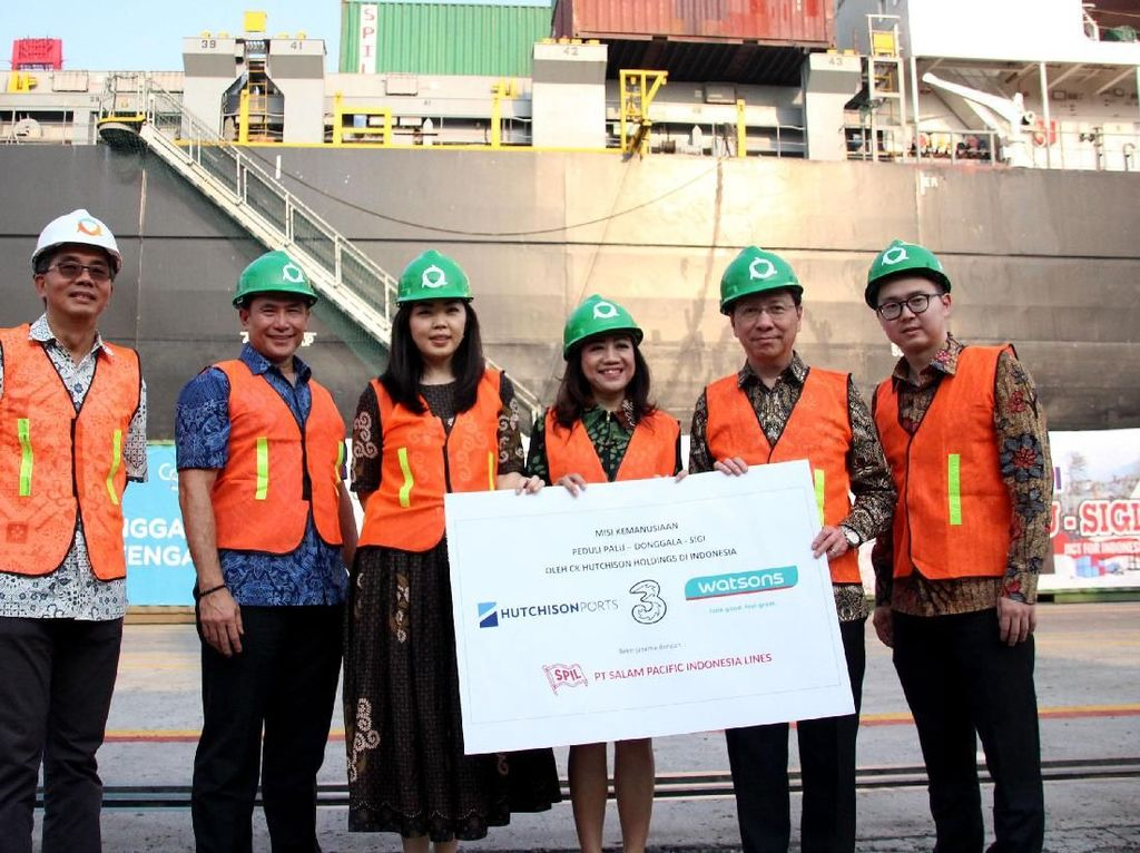 Donasi yang disampaikan oleh CK Hutchison Holdings (CKHH) dan Li Ka Shing Foundation (LKSF) sebesar US$ 5 juta, perusahaan Indonesia CK Hutchison Holdings telah mengambil langkah lebih jauh untuk memberikan bantuan kepada korban di Sulawesi Tengah.Bantuan berupa 120.000 paket tisu basah atau senilai Rp 800 juta dari Watsons Indonesia, juga obat-obatan dari Hutchison Ports Indonesia (HPI) melalui anak perusahaannya PT Jakarta International Container Terminal (JICT) senilai Rp 250 juta dan peluncuran program donasi Hutchison 3 Indonesia (H3I) #PaluDonggalaBangkit, yaitu menyisihkan kuota untuk donasi. Foto: dok. Hutchison