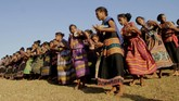 Dalam tarian ini, biasanya puluhan suku berkumpul melakukan ritual sebelum melakukan perburuan. (ANTARA FOTO/Kornelis Kaha)