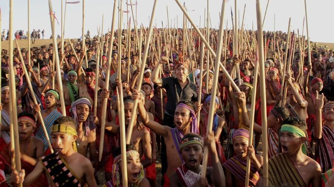 Tarian antama merupakan tradisi turun-temurun yang sudah dilakukan masyarakat di daerah itu. Tarian ini mengisahkan tentang perburuan hewan yang sudah jadi budaya masyarakat Rai Belu.(ANTARA FOTO/Kornelis Kaha)