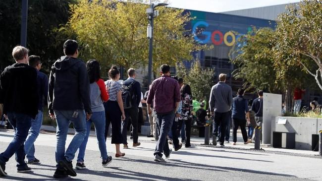 Para karyawan Google walkout dari Googleplex sebagai protes penanganan perusahaan pada Andy Rubin yang diduga melakukan pelecehan seksual di California, AS. (REUTERS/Stephen Lam)