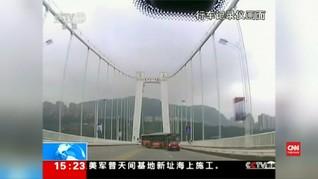 VIDEO: Perkelahian dengan Sopir Picu Kecelakaan Bus di China