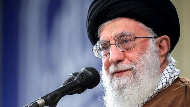 Pemimpin Iran Sebut Pejabat AS Idiot Kelas Wahid