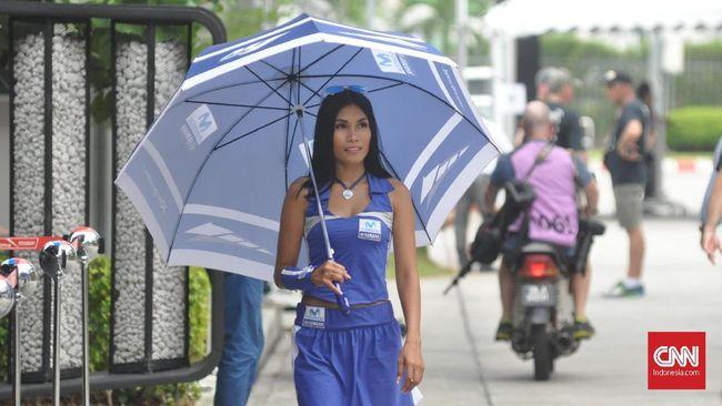 MotoGP Malaysia, Gadis Payung Valentino Rossi dari Indonesia