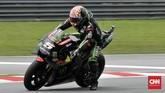 Pebalap Tech3 Yamaha Johann Zarco melewati tikungan terakhir Sirkuit Sepang pada latihan bebas MotoGP Malaysia 2018, Sabtu (3/11). (CNN Indonesia /Haryanto Tri Wibowo)
