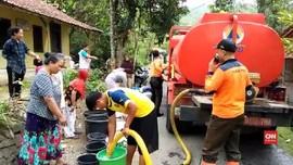 VIDEO: Banyumas Krisis Air Bersih, Warga Serbu Bantuan BPBD