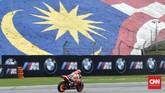 Pebalap Repsol Honda Marc Marquez melewati tikungan dua Sirkuit Sepang pada latihan bebas MotoGP Malaysia 2018, Sabtu (3/11). Marquez terkena penalti di babak kualifikasi. (CNN Indonesia /Haryanto Tri Wibowo)