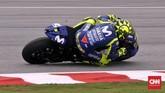 Pebalap Movistar Yamaha Valentino Rossi naik satu peringkat pada starting grid ke posisi dua setelah Marc Marquez terkena penalti karena manuver tak bertanggung jawab kepada Andrea Iannone. (CNN Indonesia /Haryanto Tri Wibowo)