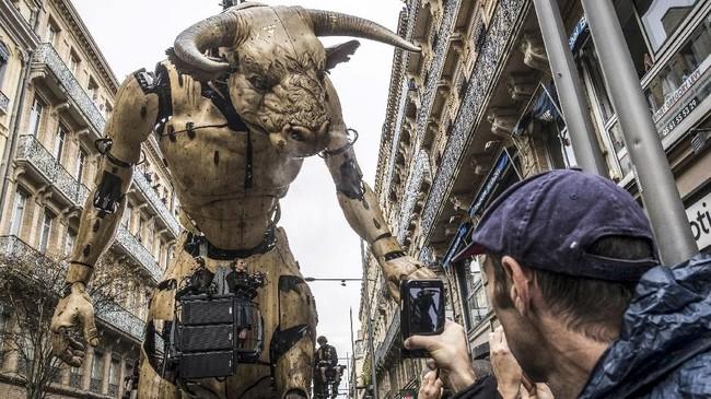 La Machine telah menampilkan seekor naga di Beijing, laba-laba ini memulai debutnya di Liverpool, Inggris, beberapa tahun yang lalu. (Photo by ERIC CABANIS / AFP)