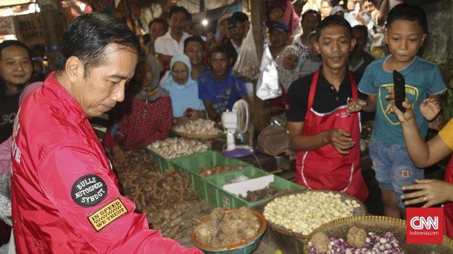 Jokowi Blusukan Cek Harga Bahan Pokok ke Pasar Anyar