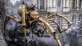 Raksasa laba-laba ini merupakan monster mitos dari mitologi Yunani yang setengah banteng dan setengah manusia dan tinggal di pusat labirin di pulau Kreta.(Photo by ERIC CABANIS / AFP)