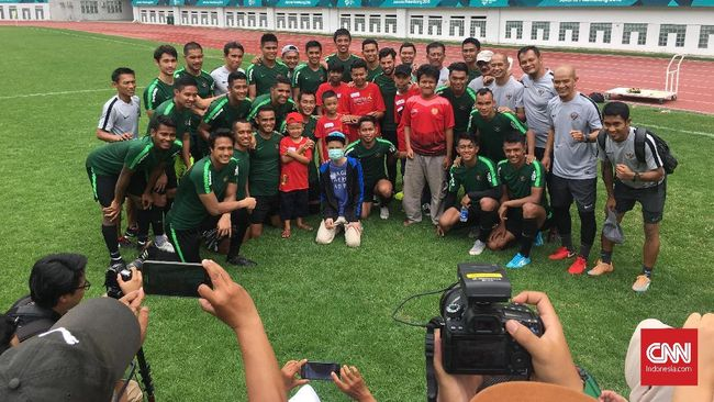 Timnas Indonesia Kedatangan Tamu Istimewa di Sesi Latihan