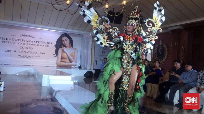Pesona Busana Suku Dayak dalam Miss Supranational 2018