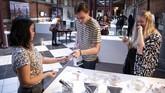 Museum yang diberi nama Disgusting Food Museum itu resmi dibuka sejak Kamis (1/11) lalu. Di dalamnya, tersimpan aneka kuliner aneh dan menjijikan yang bisa dipandangi pengunjung. (TT News Agency/Johan Nilsson via REUTERS)
