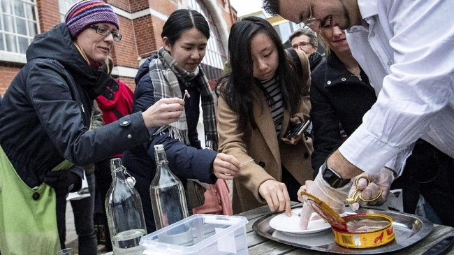 Sebuah museum anyar di Kota Malmo, Swedia tampil gila dengan memamerkan makanan-makanan menjijikan. (TT News Agency/Johan Nilsson via REUTERS)