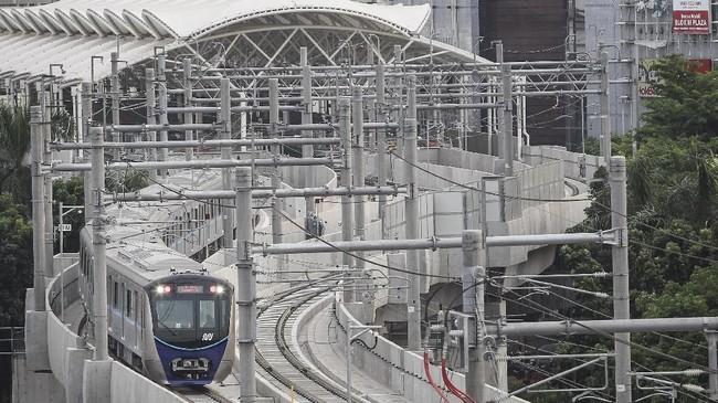 Proses uji coba proyek transportasi massal ini akan terus dilakukan hingga 2019. (ANTARA FOTO/Dhemas Reviyanto)
