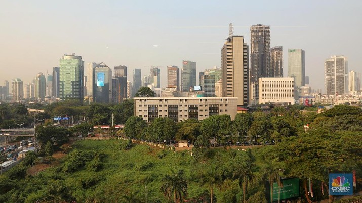 Lembaga pemeringkat internasional Fitch Ratings menurunkan proyeksi pertumbuhan ekonomi Indonesia di 2019.