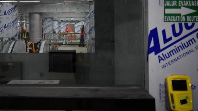 Sementara, pembangunan MRT fase 2 rencananya akan dimulai pada Desember 2018. (ANTARA FOTO/Wahyu Putro)