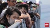 Para keluarga korban yang ikut berlayar KRI Banjarmasin maupun Banda Aceh ada yang mengaku sudah merelakan anggota mereka tiada dalam kecelakaan pesawat Lion Air JT-610, ada pula yang masih berharap keajaiban anggota keluarga mereka selamat. (CNN Indonesia/Adhi Wicaksono)