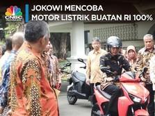 VIDEO: Jokowi Test Drive Motor Listrik Nasional di Istana