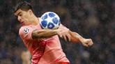 Luis Suarez dan kawan-kawan punya banyak peluang sejak babak pertama namun kesulitan menaklukkan Samir Handanovic.(REUTERS/Stefano Rellandini)