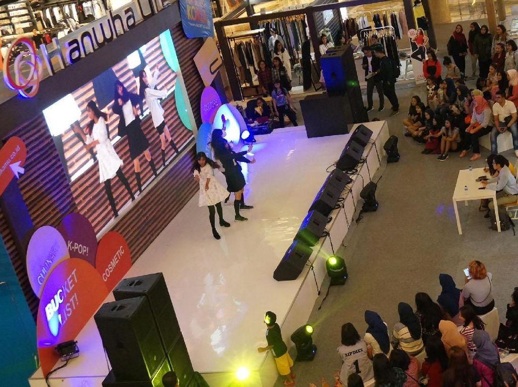 Hanwha Life, sebagai perusahaan asuransi jiwa asal Korea Selatan, menggelar acara Korea Festival pada 7-11 November 2018 ini guna menghadirkan pengalaman khas negeri ginseng yang istimewa bisa dirasakan semua masyarakat Indonesia. Foto: dok. Hanwa