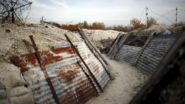 Parit-parit tempat persembunyian prajurit saat PD I berlangsung di La Main de Massiges. (REUTERS/Christian Hartmann)