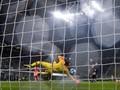 Handanovic Menyesal Kebobolan oleh Barcelona