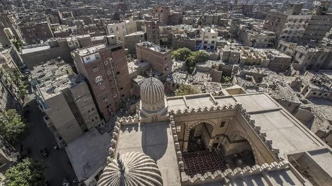 Selain Masjid al-Zahir Baybars, Masjid Umm al-Sultan Shabanjuga sedang direnovasi.