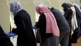 Namun, akibat kendala teknis di sejumlah negara bagian, proses pemungutan suara tertunda. (Reuters/Jeff Kowalsky)