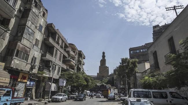 Pemandangan Masjid Ibn Tulun. Masjid-masjid di Kairo sempat porak poranda saat terjadi sejumlah konflik berdarah. Renovasi masjid-masjid resmi dilakukan sejak awal bulan lalu.
