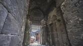 Pemandangan Masjid al-Zahir Baybars. Renovasi masjid-masjid menelan dana yang sangat besar, yang membuat pemerintah Mesir merogoh kocek lebih dalam. Pemasukan dari industri pariwisata juga belum bisa diandalkan, karena Mesir baru pulih dari konflik.