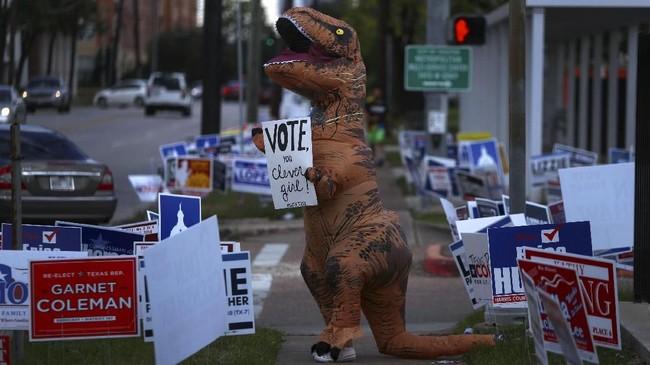Namun, sejumlah media memprediksi Partai Demokrat akan memenangkan mayoritas kursi di Dewan Perwakilan. (Reuters/Cathal McNaughton)