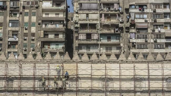 Pemandangan Masjid al-Zahir Baybars. Kota Kairo menyimpan lebih dari 600 monumen bersejarah, termasuk soal Islam. UNESCO menobatkan kota ini sebagai Situs Warisan Dunia.