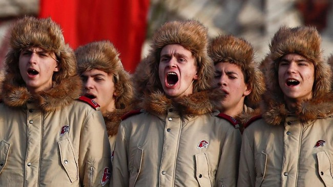 Setelah berhasil memukul mundur pasukan Nazi Jerman, mendiang pemimpin Uni Soviet Josef Stalin menggagas perayaan untuk menggenjot moral prajuritnya. (REUTERS/Maxim Shemetov)