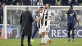 Leonardo Bonucci tak terima dengan tingkah Jose Mourinho. Keduanya sempat adu argumen sebelum dipisahkan. (REUTERS/Stefano Rellandini)
