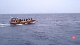Mencari Harapan Keluarga yang Hilang di Tengah Laut