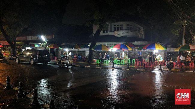 Mencecap Eksistensi Gultik di Rintik Hujan Dini Hari Blok M